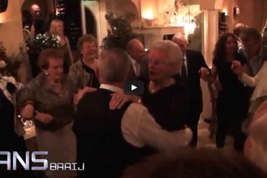 Bovenstaande video: Sfeerimpressie! Natuurlijk kunt u aangeven of u de gehele avond rustige muziek wilt, en wel of niet een polonaise!
